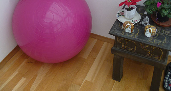 Balance am Sitzball
